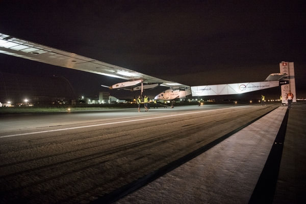 Solar Impulse sleće u Mountain View, Kalifornija