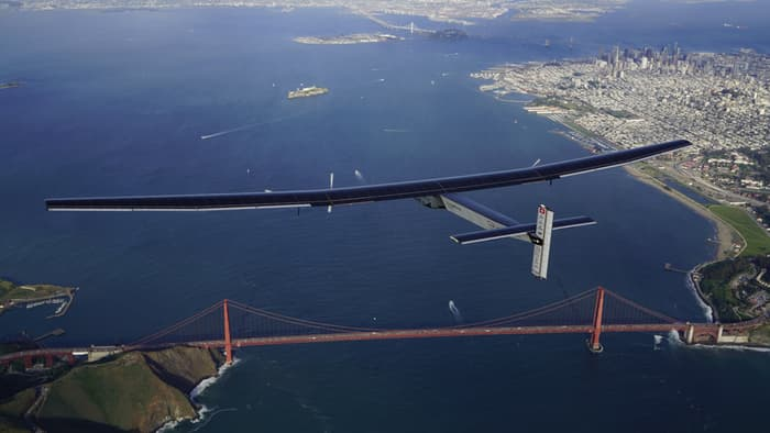 Solar Impulse 2 iznad mosta Golden Gate u San Francisku (2016)